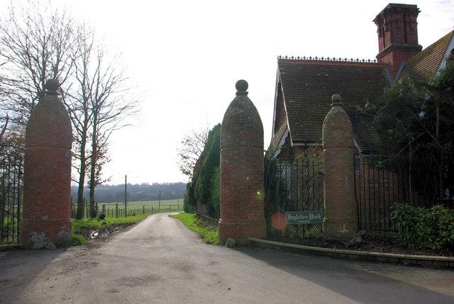 Lodge and Gates, Ingleden Park