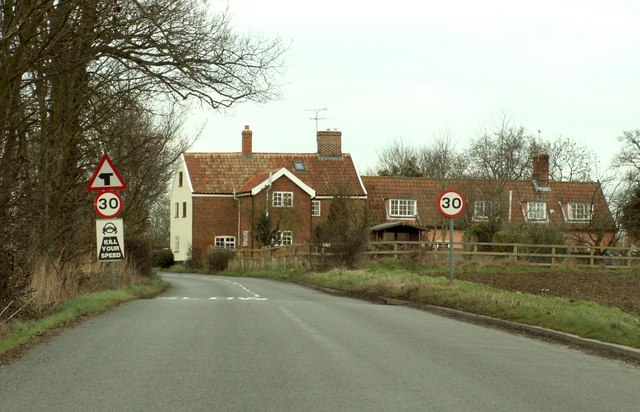 The approach to a road junction at Saxtead Little Green