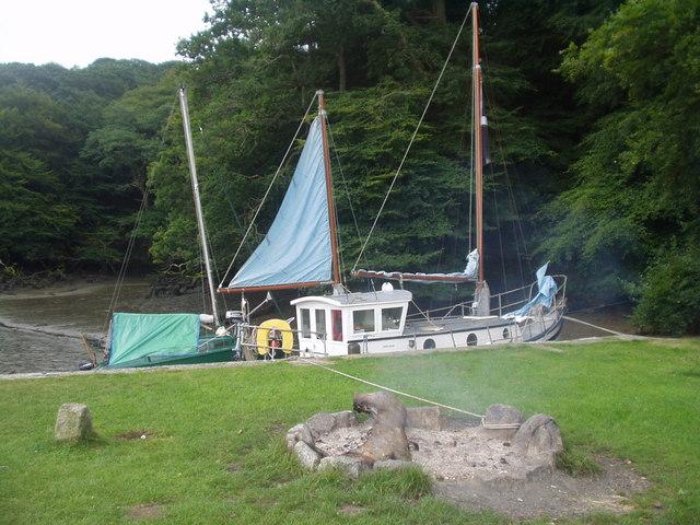 Tremayne Quay - Boats sitting on the mud