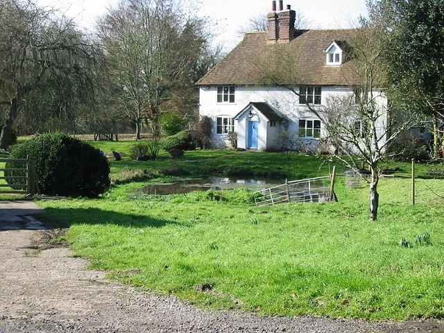 House and pond at the bottom of Stowting Hill