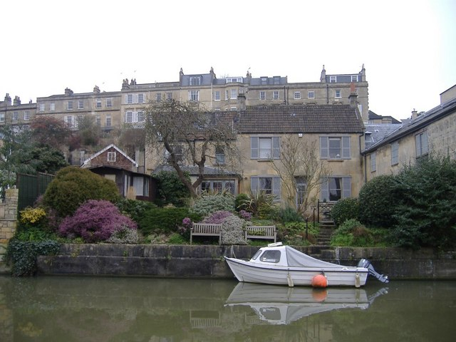 Canal front property, Bath
