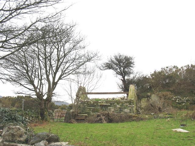 A roofless barn above Clegir