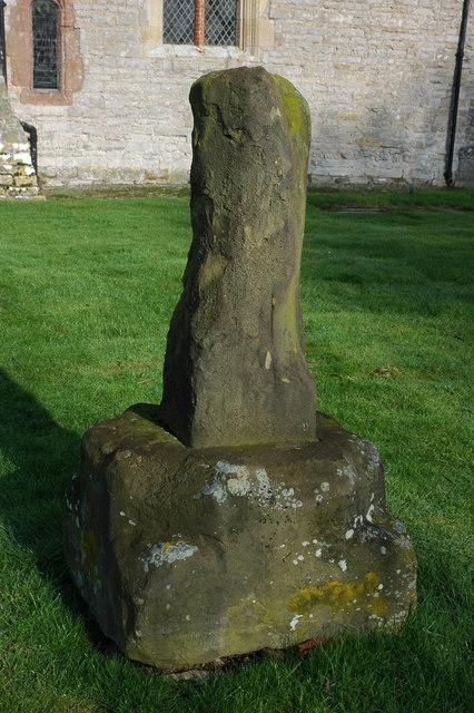 Cross in Pirton churchyard