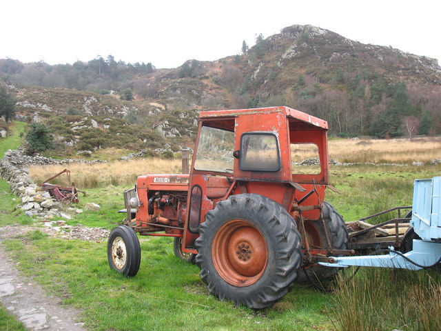 A vintage Allis-Chalmers at work in difficult terrain