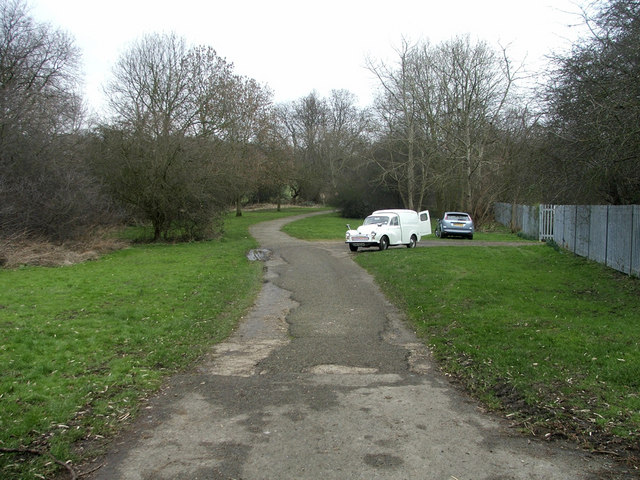 Footpath to Cheyne Walk Open Space, N21
