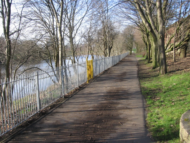 The Clyde Walkway approaching Glasgow Green