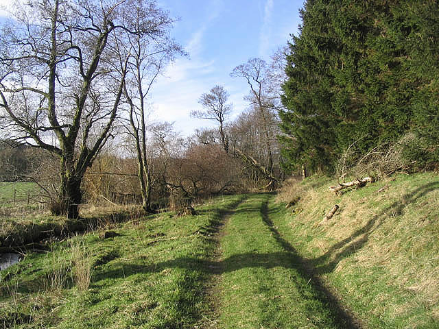 Farm track by Kirkgill Bank