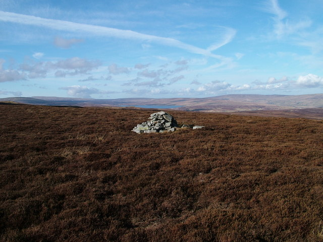 Cairn at east end of Long crag