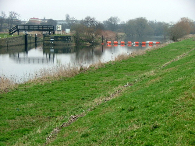 Thornes Flood Lock and the River Calder