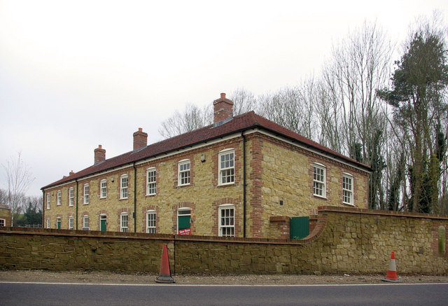 Budgenor Lodge, Smaller Block.