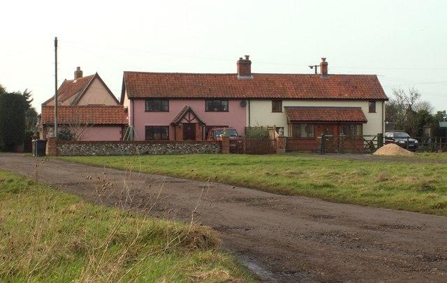 Houses across Wingfield Green