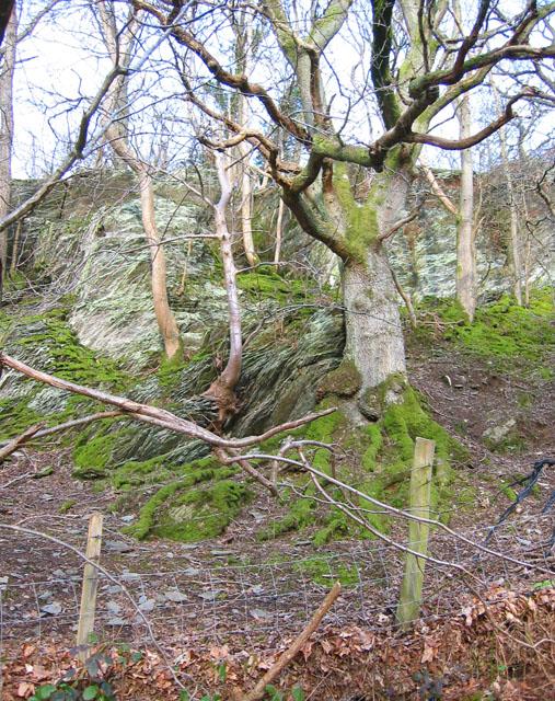 Crumbling crags near Rhydyglafes