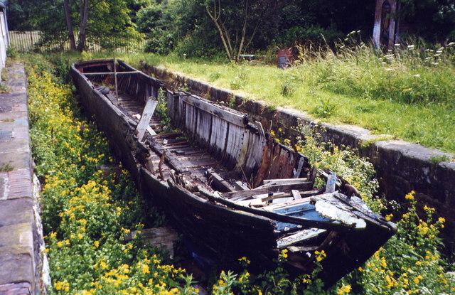 Rotting narrow boat