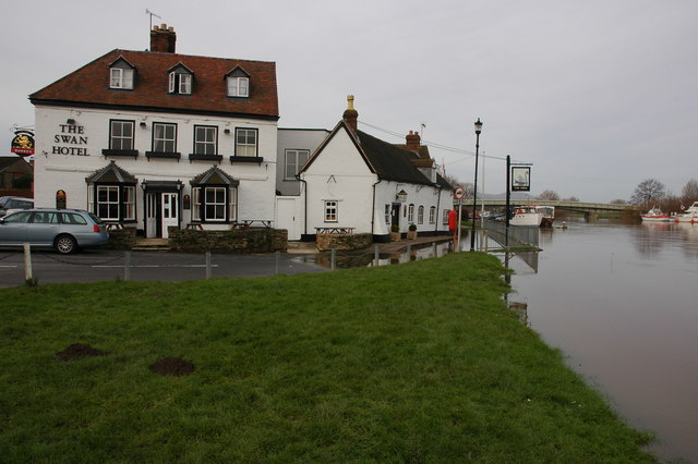 A rising river Severn at Upton upon Severn