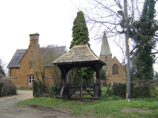 Church, house and lychgate at Radway