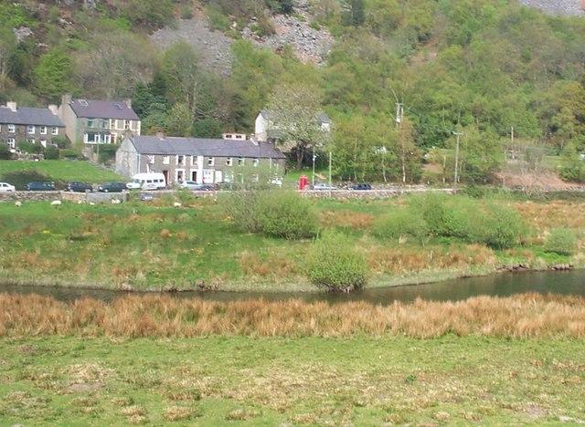 Betws Garmon ac Afon Gwyrfai o Reilffordd Eryri