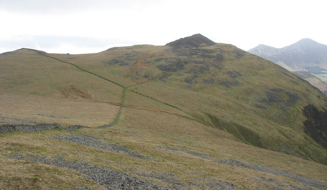 The meeting of the walls in the col between Gyrn Goch and Gyrn Ddu