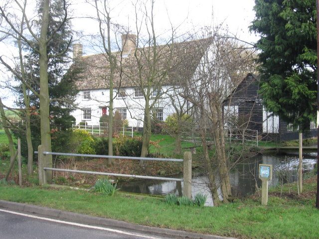 Attractive cottage beside stream in Whaddon