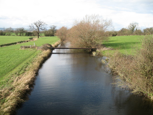 Pipeline crossing the Stroudwater Canal