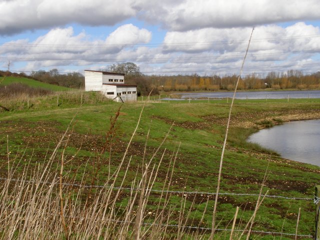 Bird hide, Testwood Lakes nature reserve