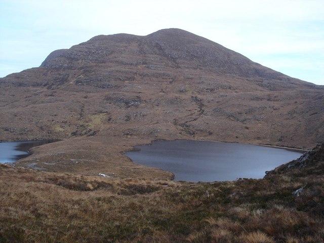 Beinn Ghobhlach over the gap between the lochs