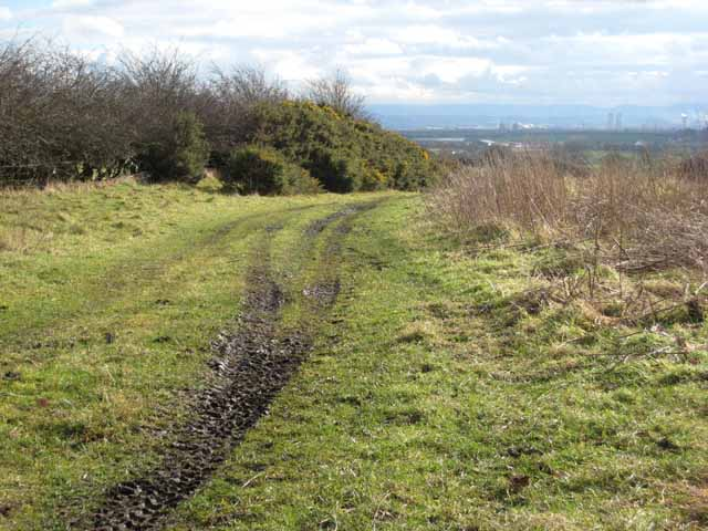 Farm track above High Stotfold