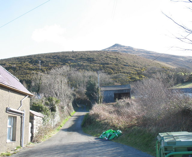 Minor road leading from the A499 to upper Gyrn Goch