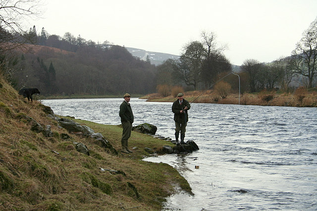 Ghillies field testing a rod at Delene on The Dellagyle beat.