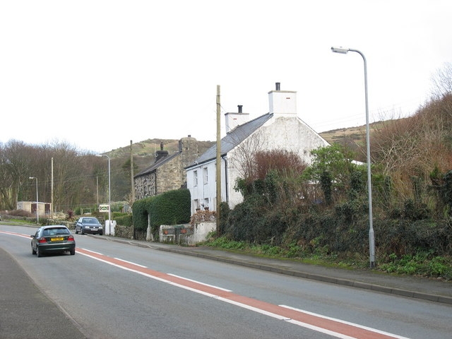 Houses at the northern end of Gyrn Goch from the up bus stop