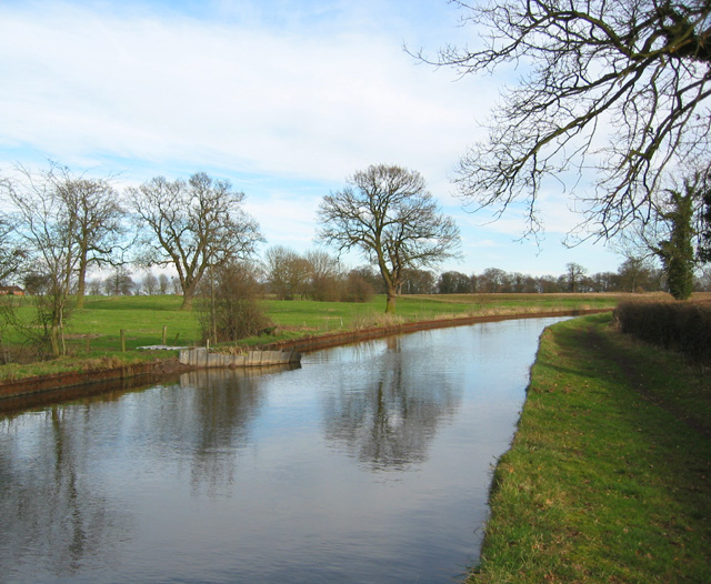 Bend in the Shropshire Union Canal