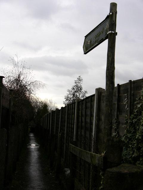 Footpath behind Mayfield Close