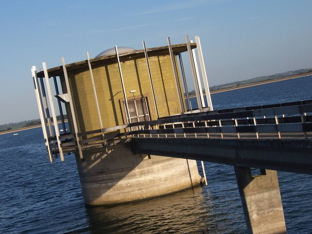 Water extraction tower at Draycote Water
