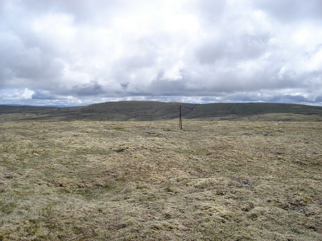 View southeast towards Carn Dearg from 886m top