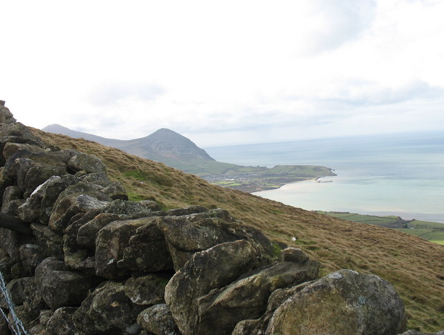 The village of Trefor from the upper slope of Gyrn Goch
