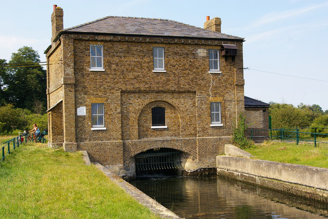 New Gauge House, River Lea, between Hertford and Ware