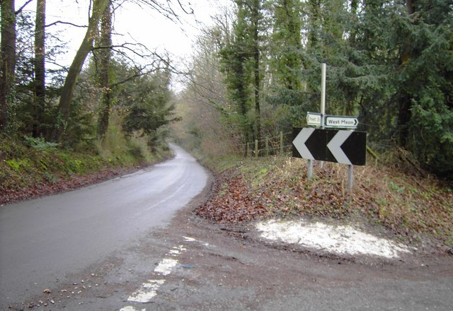 Junction of country lanes near East Meon