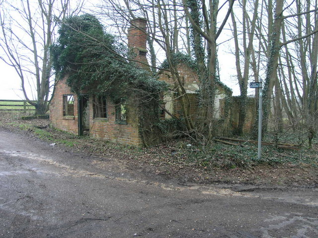 Roofless House and Bridleway