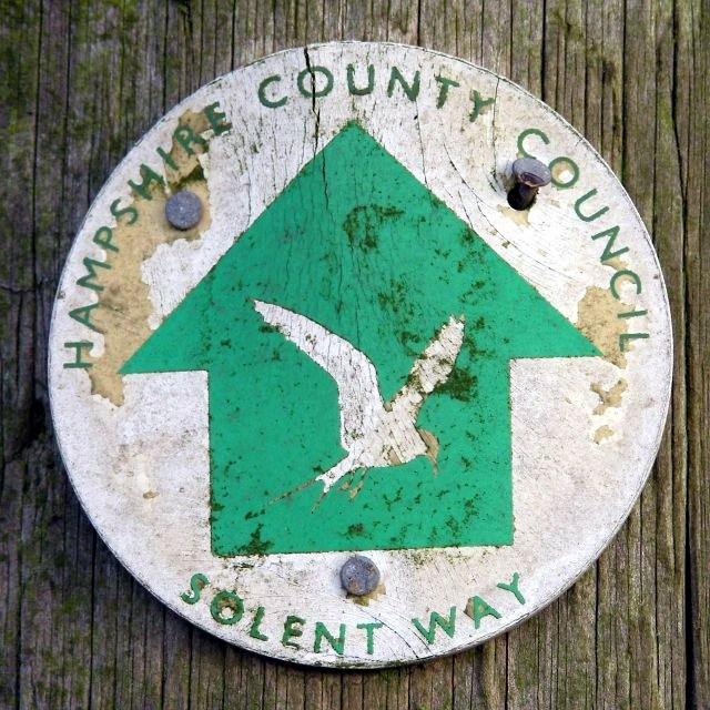 Solent Way direction marker, Bergeire, Beaulieu Estate