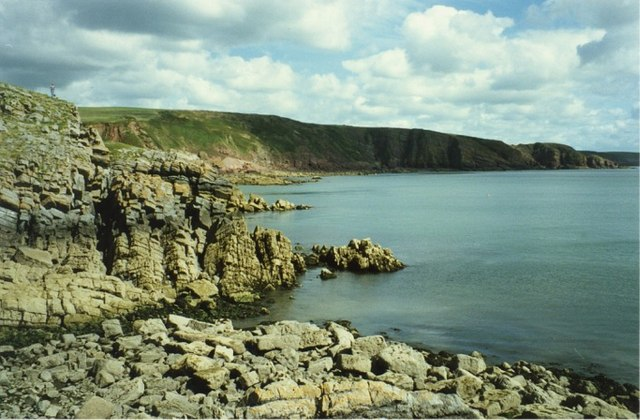 Rocks at mouth of Stackpole Quay, Pembroke