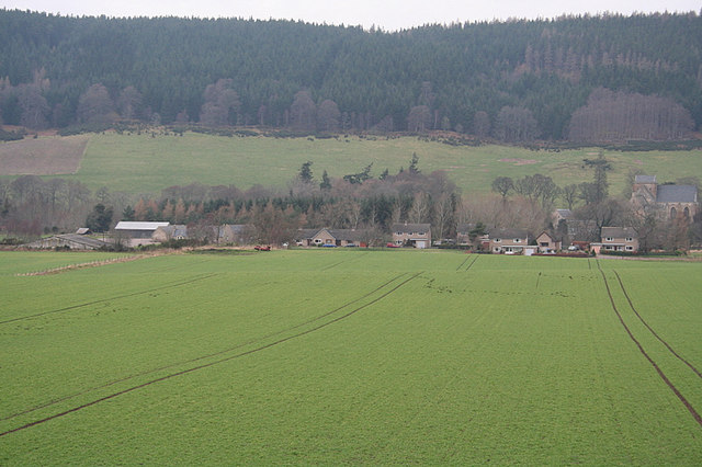 Barnhill Farm  and adjacent houses  to the northwest.