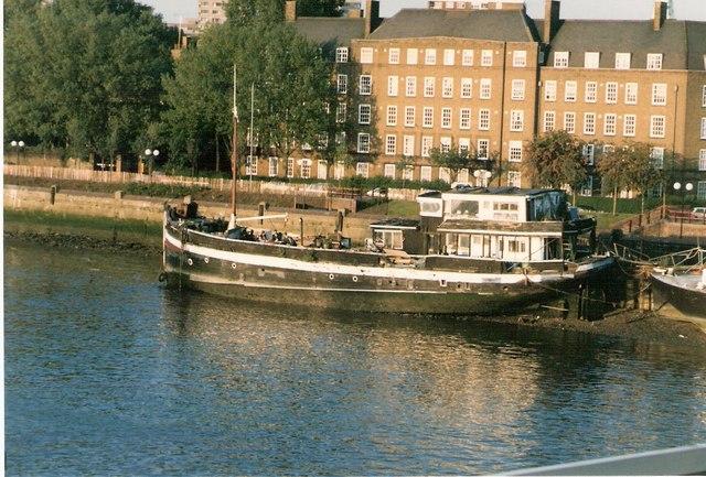 Thames Houseboat