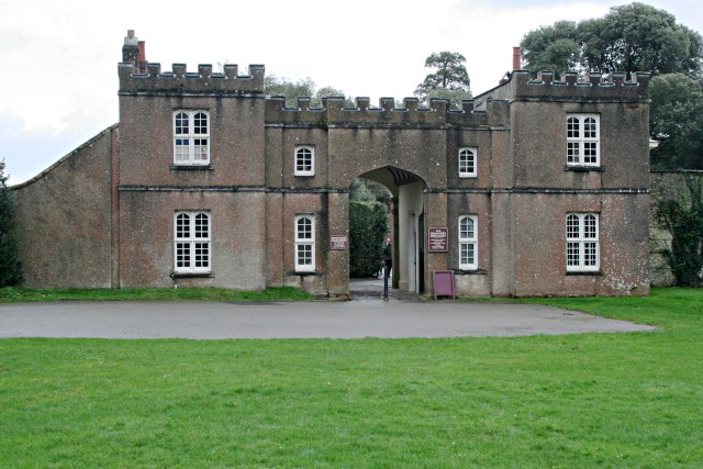Entrance to the Formal Gardens: Mount Edgcumbe Park
