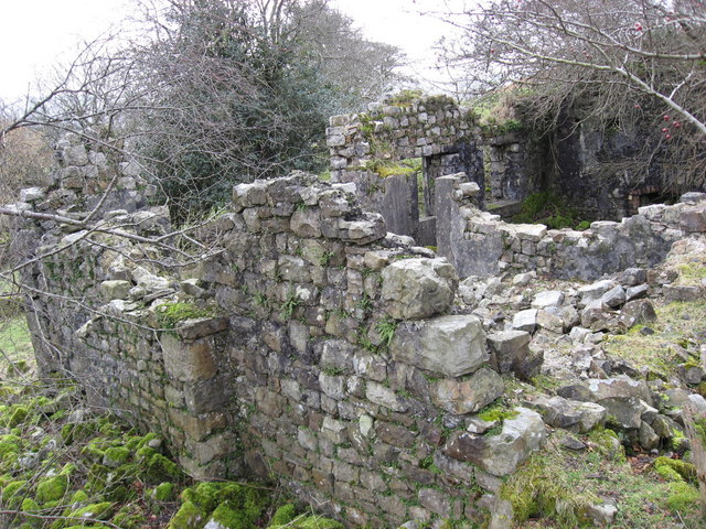 Ruin of old farmhouse at Pen-cribarth