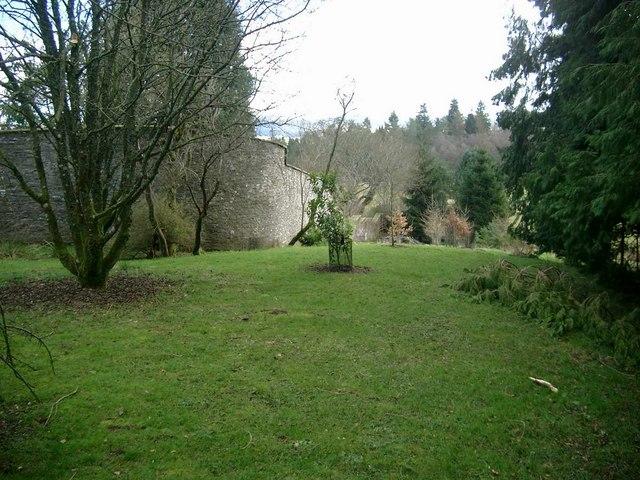 Impressive walling at Braco Castle
