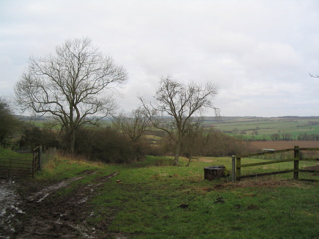 Start of footpath to Leigh Lodge, Ridlington
