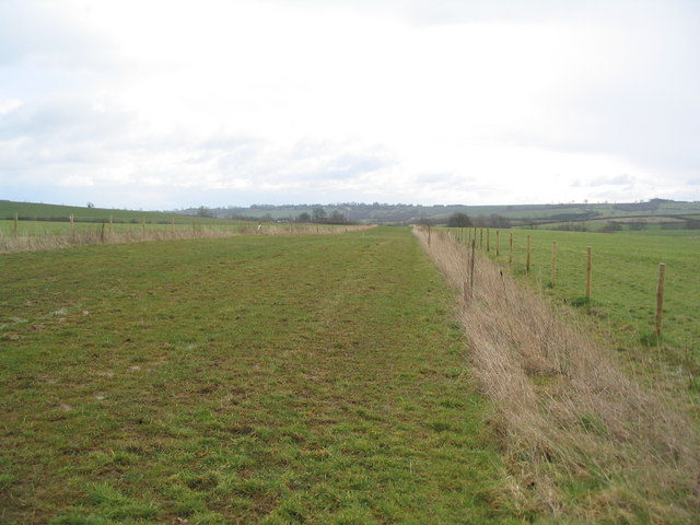 Broad bridleway running east to Leigh Lodge