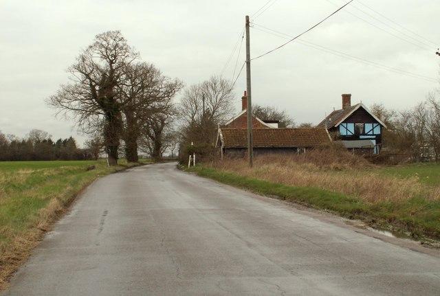 Road from Kenton to Bedingfield