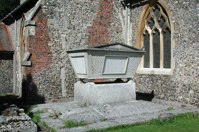 St Mary, North Mymms, Herts - Churchyard