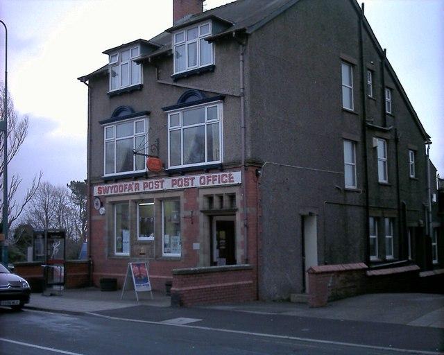 Swyddfa'r Post Criccieth Post Office