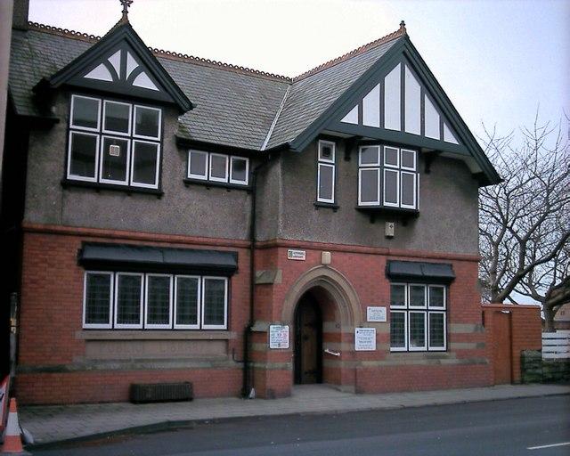 Neuadd y Dref a Llyfrgell Criccieth Town Hall and Library